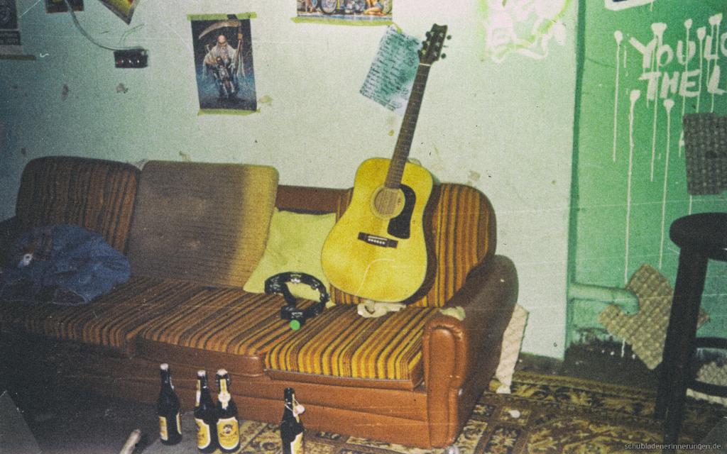 Die Couch. Biers und Gitarre.