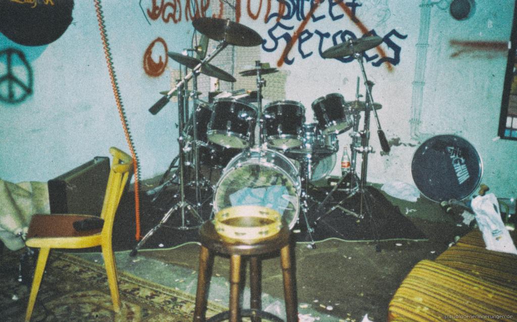 Das Schlagzeug. Mächtig im Eck.