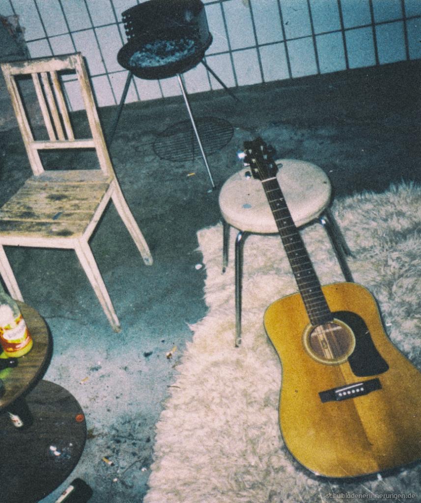 Gitarre im Grillraum.