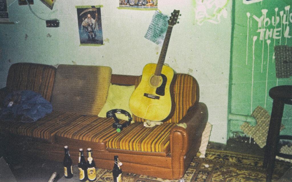 Couch mit Gitarre