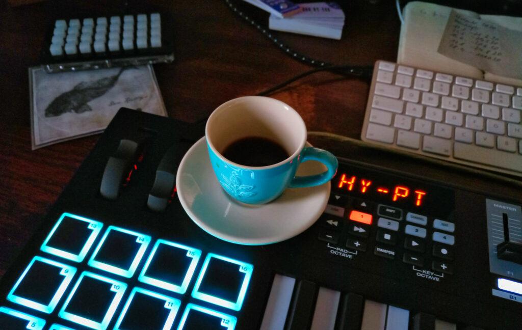 Keyboard and Espresso – Mokkapresso to be sure